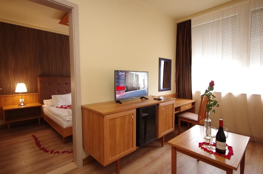Aqua Hotel Gyula Superior családi kétlégterű szoba